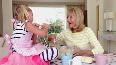 cuisine avec grand-mère